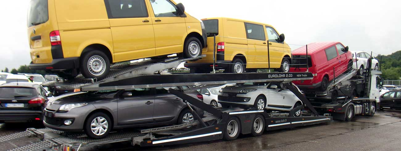 Eurolohr 2.03 in a parking, loaded with 7 mixed cars and vans.