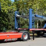 Lohr car carrier: Eurolohr 300, with 3 axles, in detaching position, tractor and trailer are separated.