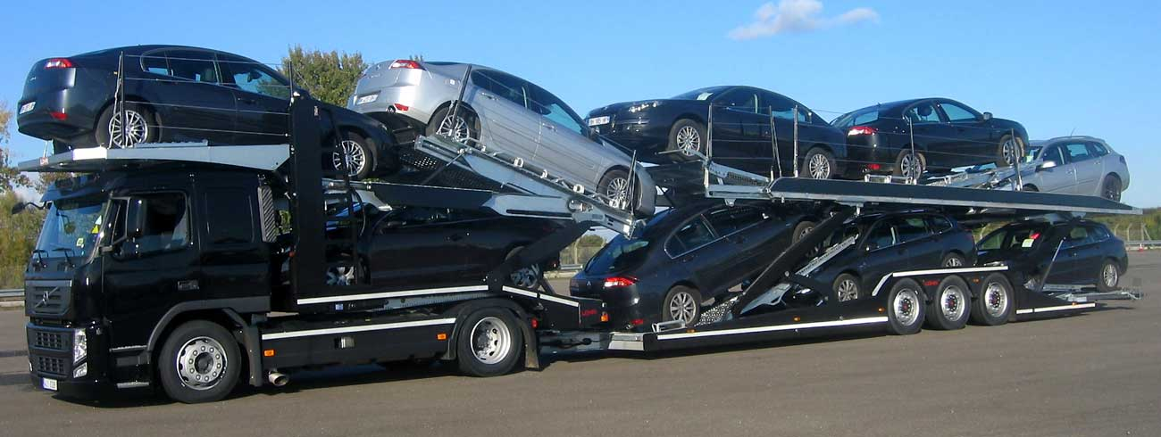 3 axles Lohr car-carrier from the range Eurolohr 300, loaded with 9 sedans.