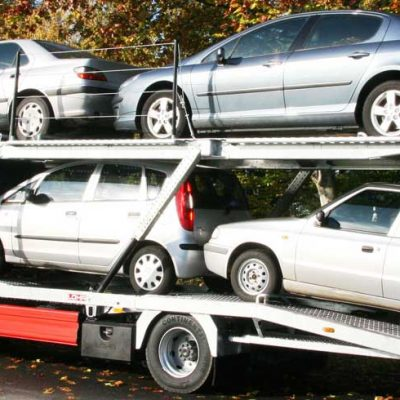 Lohr car-carrier from the Solo range loaded with 4 mixed cars.