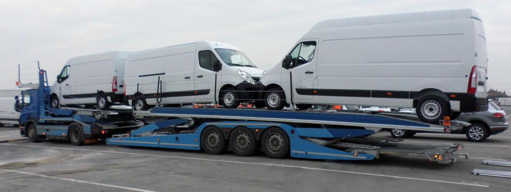 Lohr 3 axles car-carrier: Eurolohr 3.53, loaded with 3 vans.
