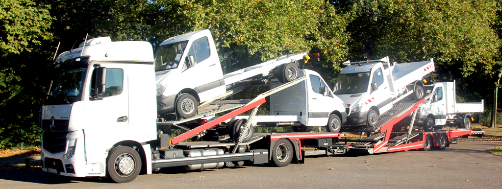Lohr car-carrier Tale, loaded with 4 pick-up trucks.