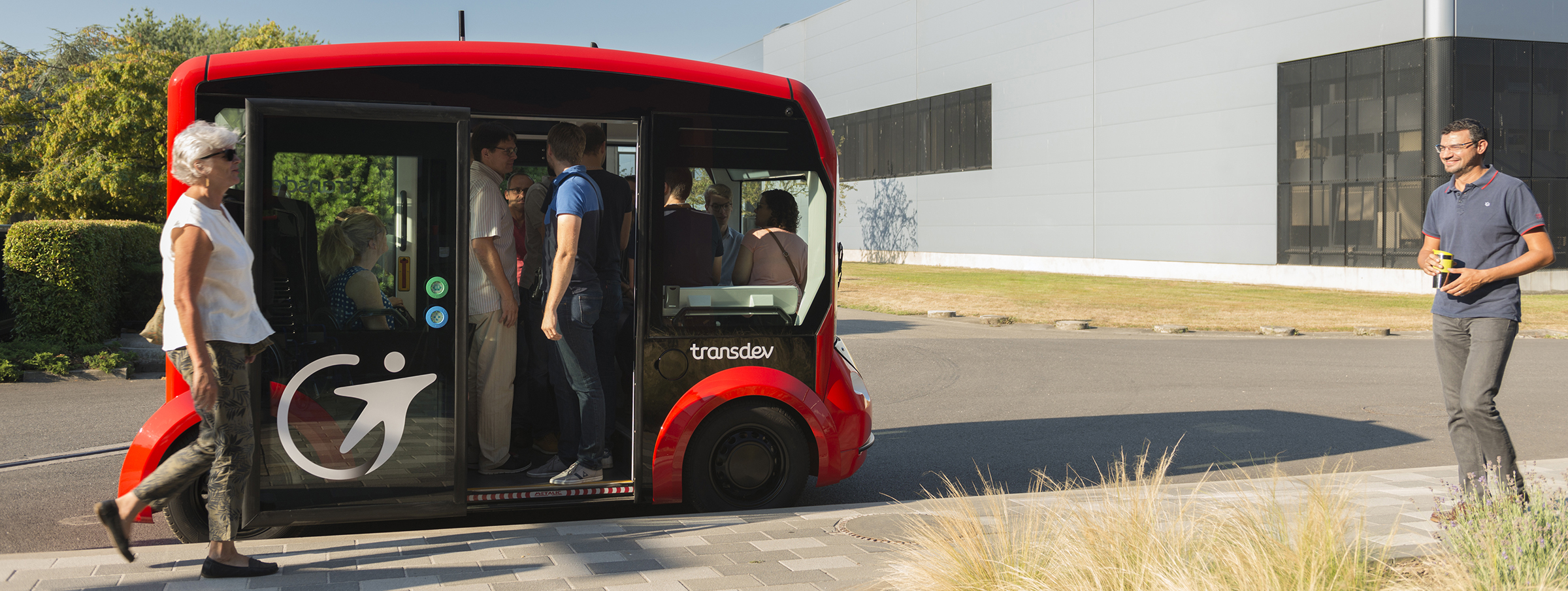 The i-Cristal autonomous electric shuttle, developed thanks to the partnership between Lohr and Transdev.