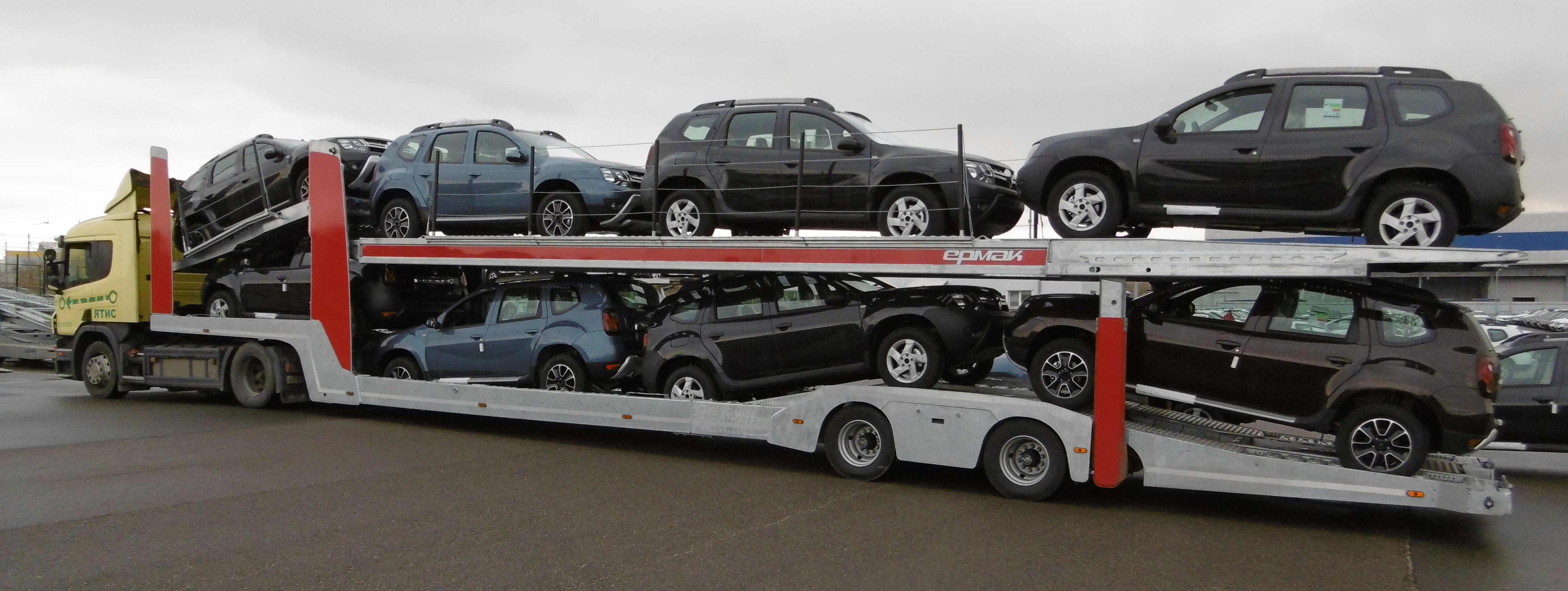 a car-carriers Lohr from the Ermak range designed in partnership with KDG for Russia, loaded with 8 SUVs