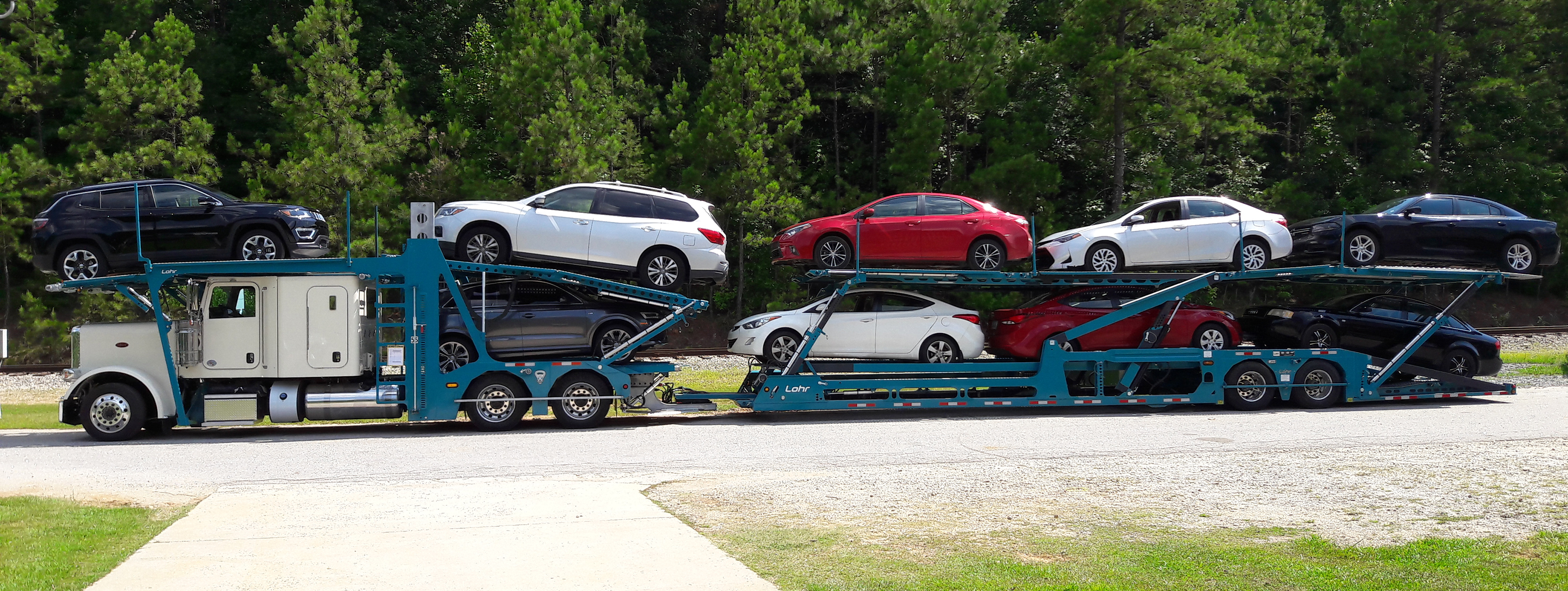 Lohr car-carriers from the EVO range, vehicle for the North American market, loaded with 9 sedans