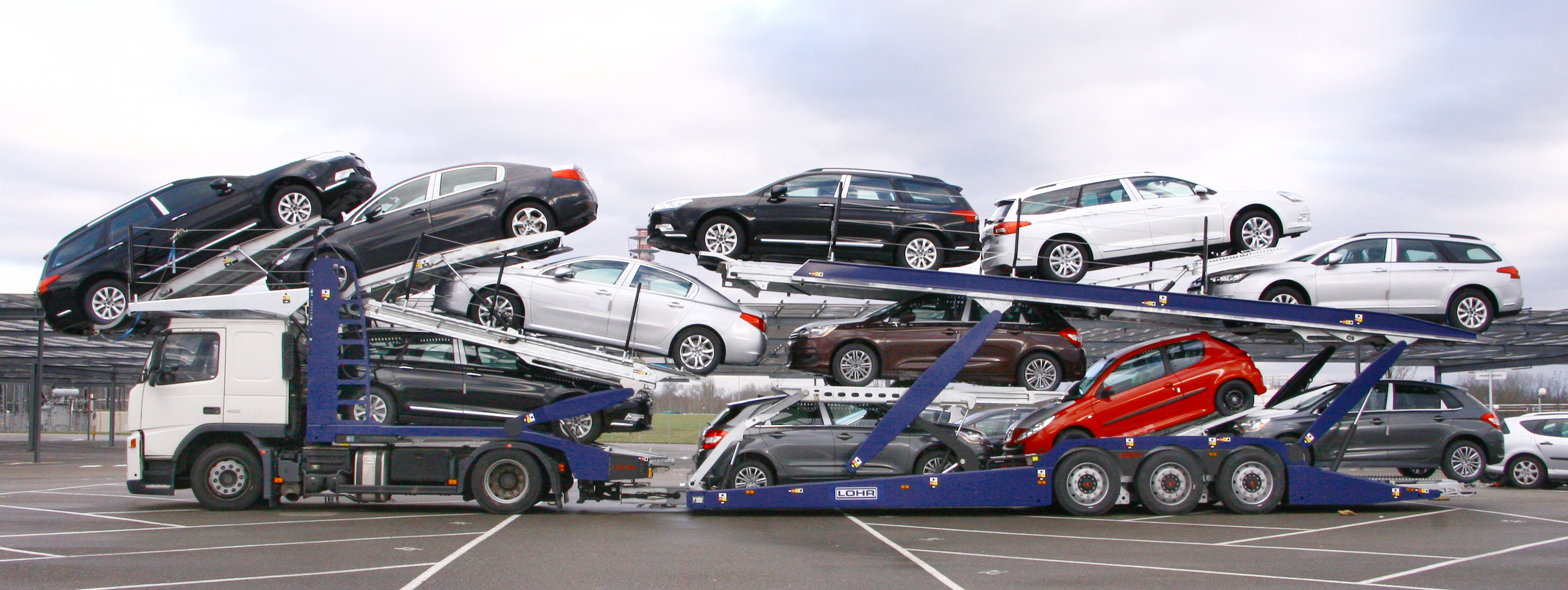 Eurolohr UK, Lohr car-carriers designed for the UK market, loaded with 11 cars: family cars, sedans and city cars.