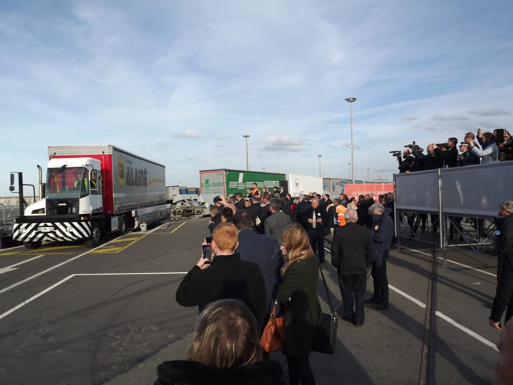 Demonstration of a loading with the Lohr Railway System during the inauguration of Barcelona's new terminal.