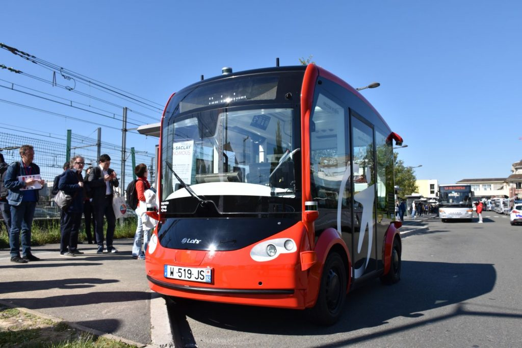 Autonomous Shuttle i-Cristal by Lohr in the autonomous Lab at Paris Saclay.